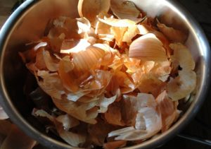 Подкормка огурцов луковой шелухой