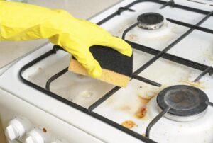 Отмываем плиту от жира